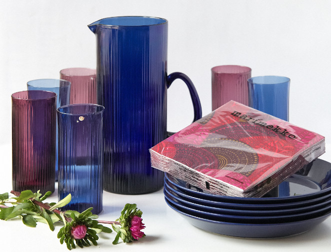 Create the autumn feeling by matching colouful Iittala Glassware and napkins