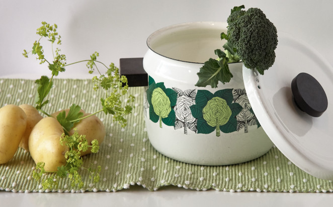Finel Ruusukaali Pot is a beautiful pot for cooking and serving the autumn harvest